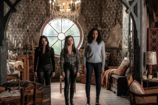 the-charmed-ones-are-ready-charmed-2018-s2e18-jpg